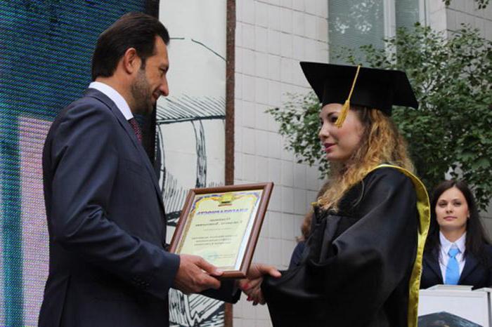 Поздравление от ректора с вручением диплома