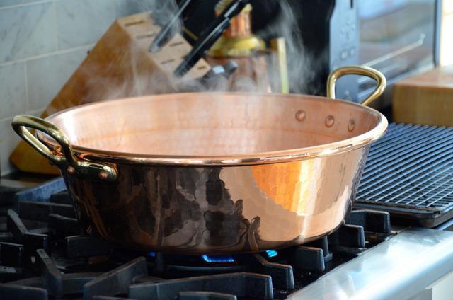 Чем чистить медную посуду