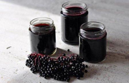 Наливка з черноплодки з вишневим листом: варіанти приготування. Рецепт наливки