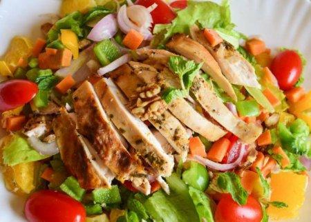 Рецепт теплого салата с куриной грудкой