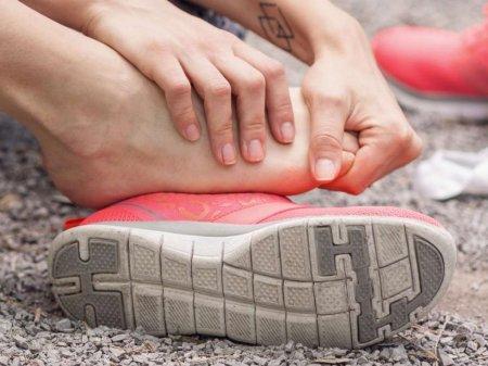 Ноги іксом у дітей: причини виникнення, симптоми, фото, лікування, масаж і профілактика